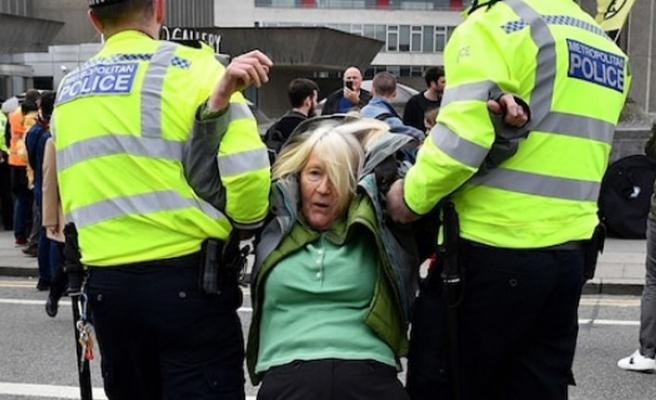 Londra'daki çevreci işgal eyleminde gözaltı sayısı 460 oldu