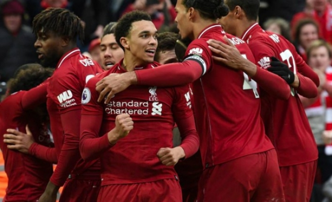 Tottenham ve Liverpool avantajı kaptı