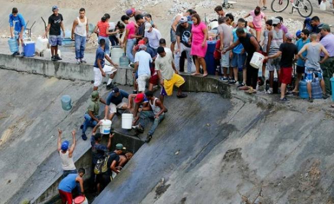 Venezuela'da elektrik kesintisinin yol açtığı su sıkıntısı sürüyor