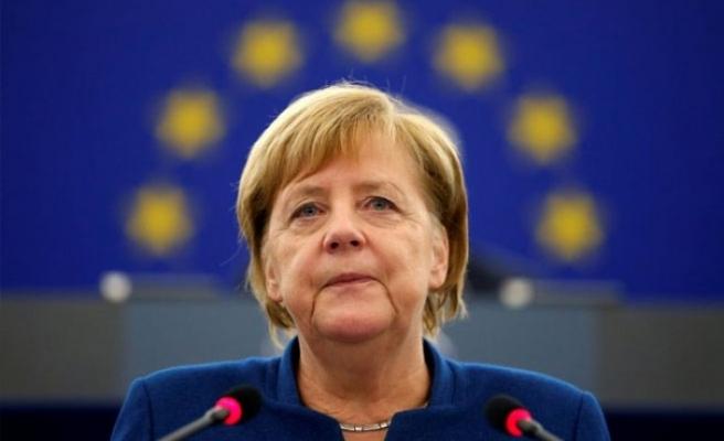 Angela Merkel, Avrupa'da karanlık güçlerden endişeli