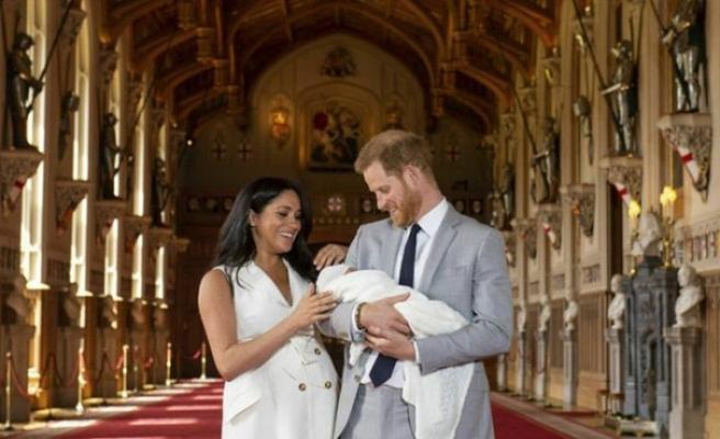 BBC Prens Harry'nin oğlunu maymuna benzeten DJ'yi kovdu