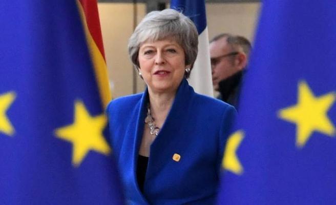 İngiltere Başbakanı May, Brexit için yeni bir referandum şartını açıkladı