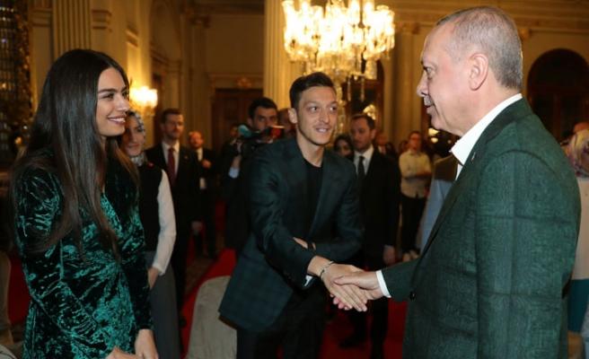 Mesut Özil ve eşi Erdoğan'ın İftarında