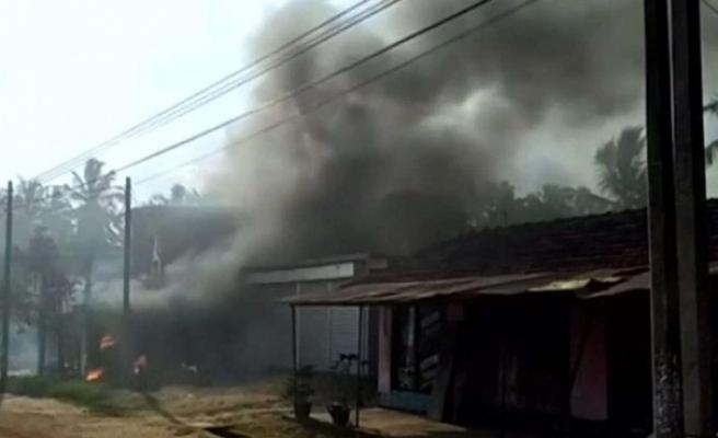 Sri Lanka'da Müslümanlara ait fabrika ateşe verildi