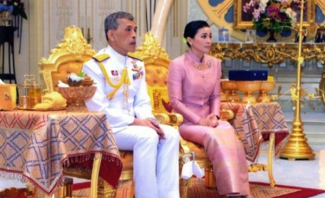 Tayland Kralı'nın koruması Kraliçe oldu