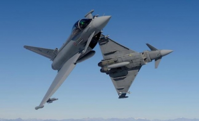 Almanya'da iki Eurofighter uçağı düştü