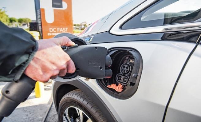 Birleşik Krallık'ta 11 milyon elektrikli araç trafiğe çıkacak