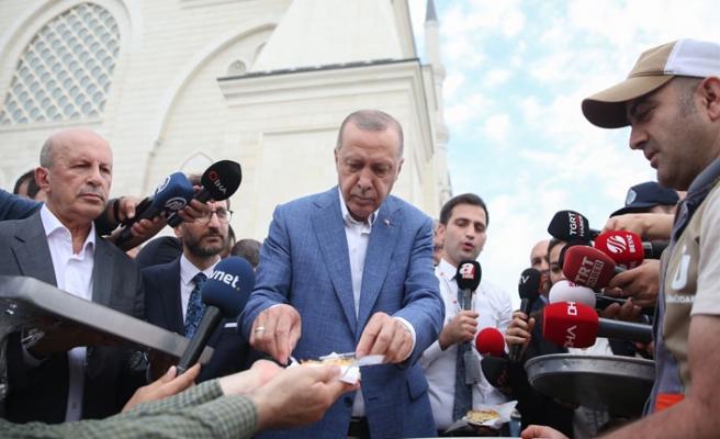 Erdoğan, bayram namazını Çamlıca Camisi'nde kıldı