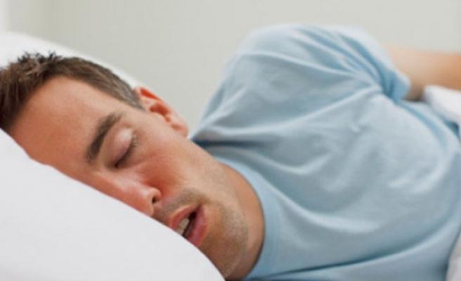 Geç uyuyanlar 'vücut saatini 3 haftada eğitip daha sağlıklı olabilir'