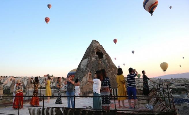 Kapadokya'da balonlar 'dekor' teraslar 'stüdyo' oldu