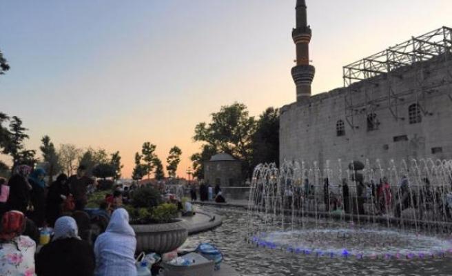 Kadir Gecesi'nde Müslümanlar camilere akın etti