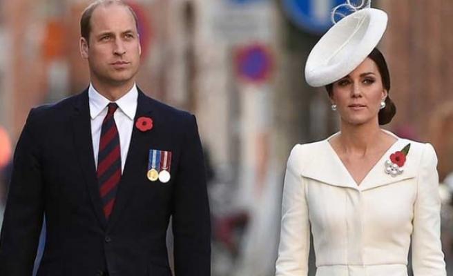Prens William ve Düşes Kate'in konvoyundaki polis motosikleti 83 yaşındaki kadına çarptı