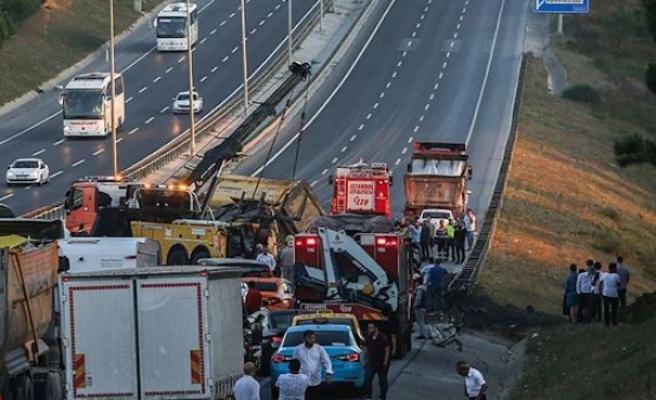 İstanbul Havalimanı yolu kaza sonucu trafiğe kapatıldı