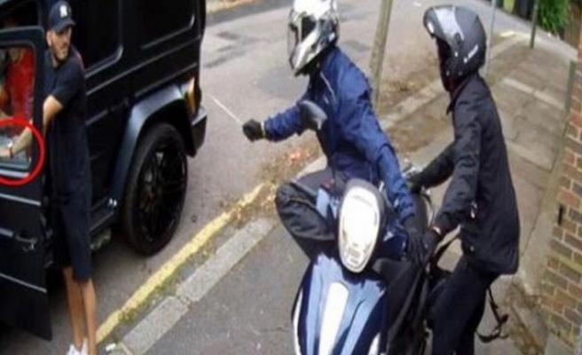 Mesut Özil'e bıçaklı saldırıda şok gelişme!