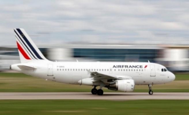 Moskova-Paris uçağından acil iniş