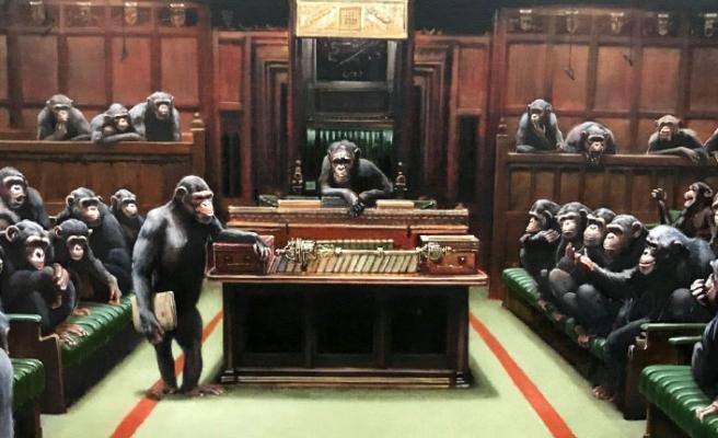 Avam Kamarası'nı şempanzelerle dolu gösteren tablo açık artırmada