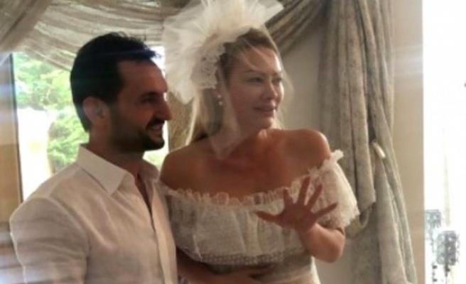 Şarkıcı Aylin Coşkun'a düğününde kilolarca altın takıldı