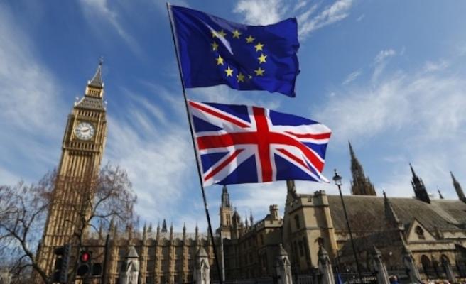 Birleşik Krallık demokrasisi Brexit yükünü taşıyamıyor