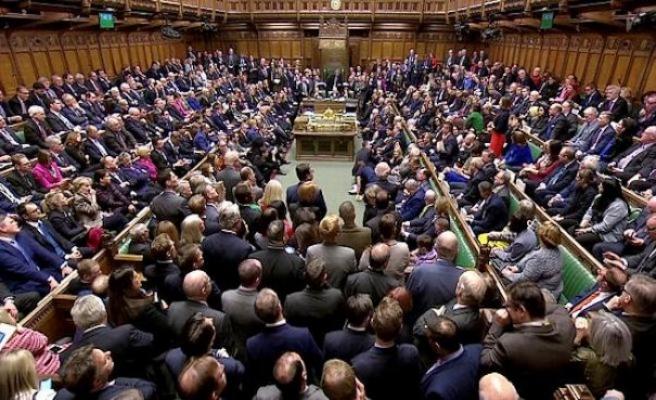 İngiltere Parlamentosu 37 yıl sonra Cumartesi günü toplandı