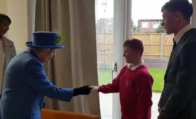 Kraliyet gezisinde gergin anlar; Kraliçe azarladı