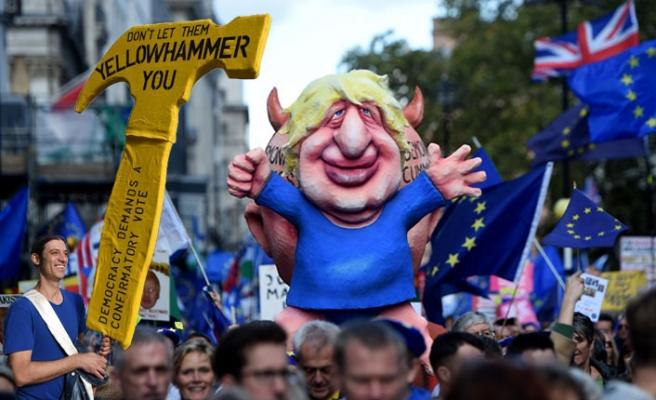Londra'da bir milyon Brexit karşıtı yürüdü