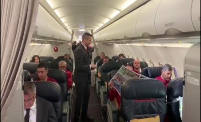 THY uçuş ekibinden milli takıma özel anons