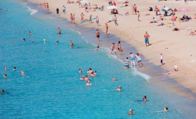 Antalya tarihinde ilk kez 15 milyon turisti gördü