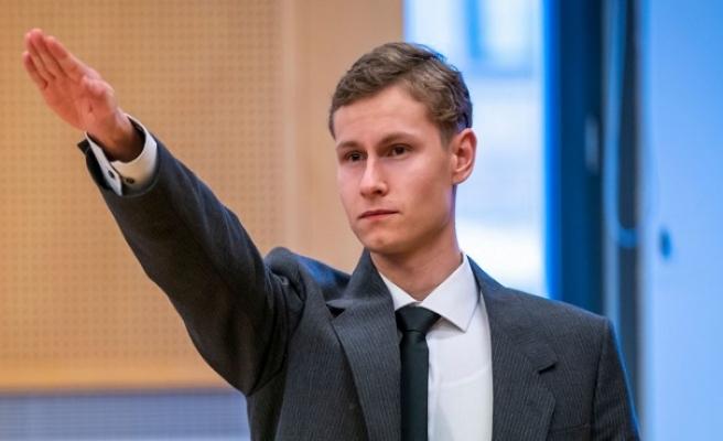 Cami saldırısının sorumlusu mahkemede Nazi selamı