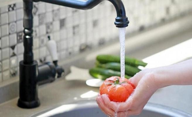Uzmanlardan sebzeleri bol suyla yıkanmalı uyarısı