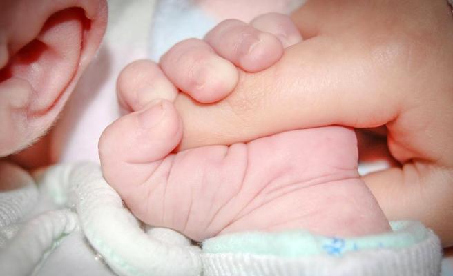 Karın ağrısı şikayetiyle gittiği hastanede, doğum yaptı