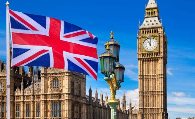 İngiltere, iki ülke büyükelçiliklerindeki personel sayısını en aza indirdi