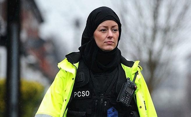 İskoçya'da Müslüman Polisler Başını Örtebilecek