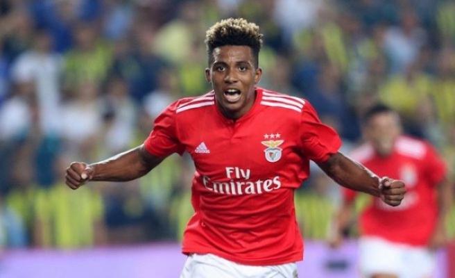 Tottenham, Gedson Fernandes'i 1,5 yıllığına kiraladığını açıkladı
