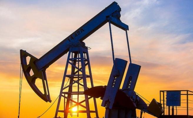 Rusya, koronavirüsün petrol piyasalarına etkisine tamkinli yamlaşıyor