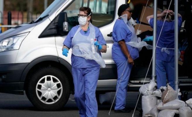 İngiltere'de koronavirüs vaka sayısı 3 bine yaklaştı