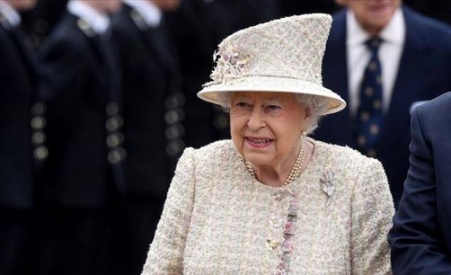 Kraliçe II. Elizabeth'in yardımcısına koronavirüs teşhisi kondu