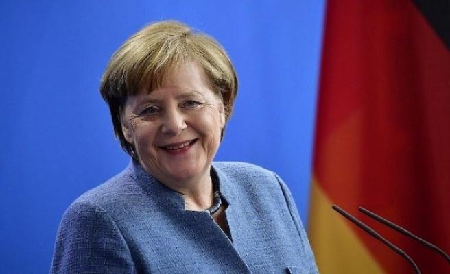 Merkel'in ikinci koronavirüs testi negatif çıktı