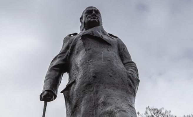 Londra'daki Churchill'in Heykeli Özgürlüğüne Kavuştu