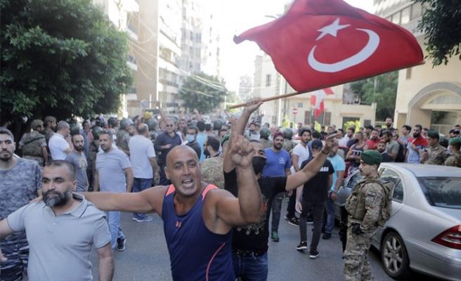 Lübnan Halkı Türkiye'ye Sahip Çıktı