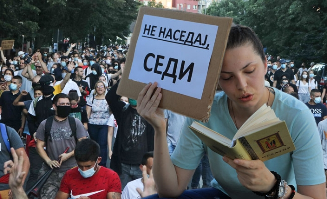 Sırbistan'da Gösteriler Yayılıyor!