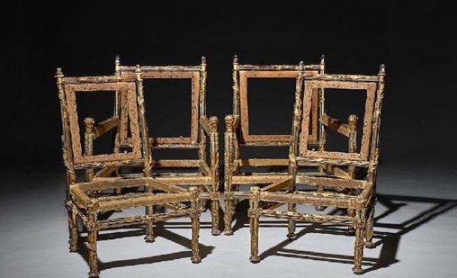 Fransa Kralı 16'ncı Louis'in kardeşine ait 4 sandalye 1 milyon pounda satıldı