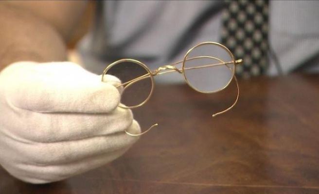 Gandhi'nin gözlüğü 340 bin dolara satıldı