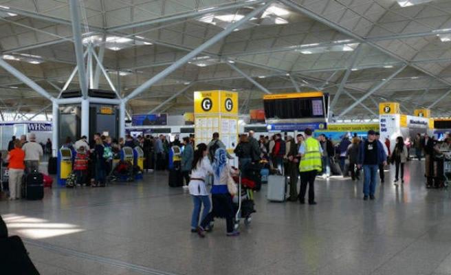 İngiliz turistler karantinadan kurtulmak tatilini yarıda kesti