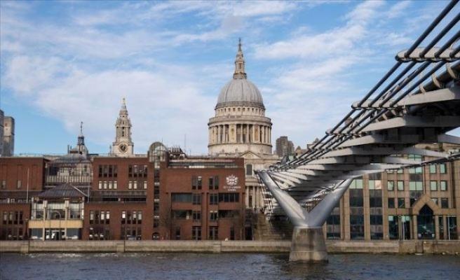 İngiltere'nin kamu borcu 2 trilyon sterlini aştı