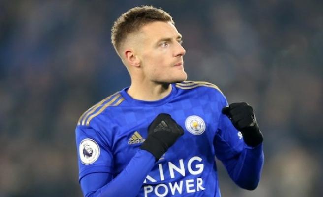Leicester Vardy ile yeniledi