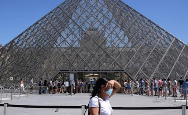 Paris'te 10 Ağustos'tan itibaren açık alanlarda maske takmak zorunlu