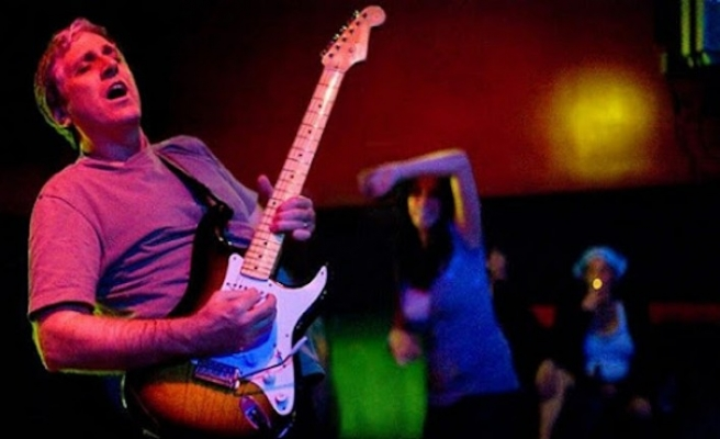 Red Hot Chilli Peppers'ın eski gitaristi Jack Sherman öldü