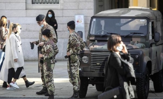 Hollanda'da kadınlar zorunlu askerlik geldi