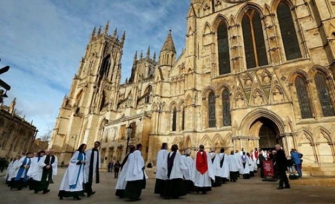 """İngiltere Kilisesi, """"çocuk istismarcısı"""" çalışanlarını affedecek"""