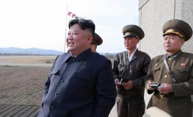 Kuzey Kore, füzelerini gösterdi